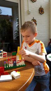 Huisje bouwen / Building a house